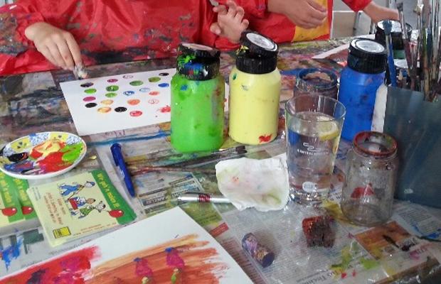 Heiligs Blechle: Kinderstunde: Advents-Malaktion mit Serap Karatas
