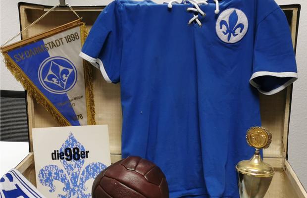 VERLEGT: Fußball ist unser Leben - Alles in einem Lilienkoffer