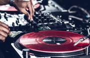 Hallenbar mit DJ Kemal