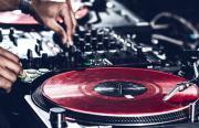 Hallenbar mit DJ Team Red Needlewood
