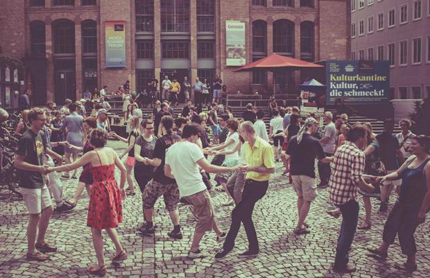 AUSVERKAUFT: Swing & Ride: Darmstädter Fahrradtour mit Tanzeinlagen an schönen Plätzen